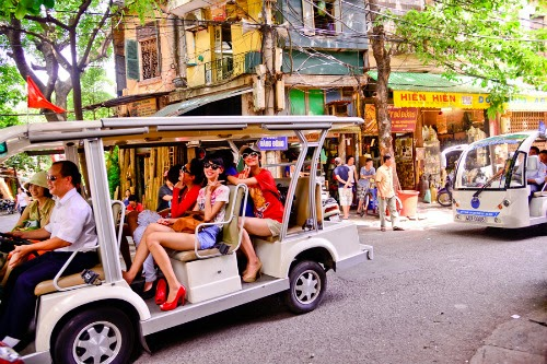 foreign tourist arrivals to hanoi