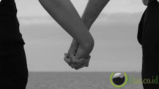 6 Kebiasaan Romantis suami istri yang Harus Dipertahankan