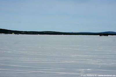 frusen sjö lappland norrland