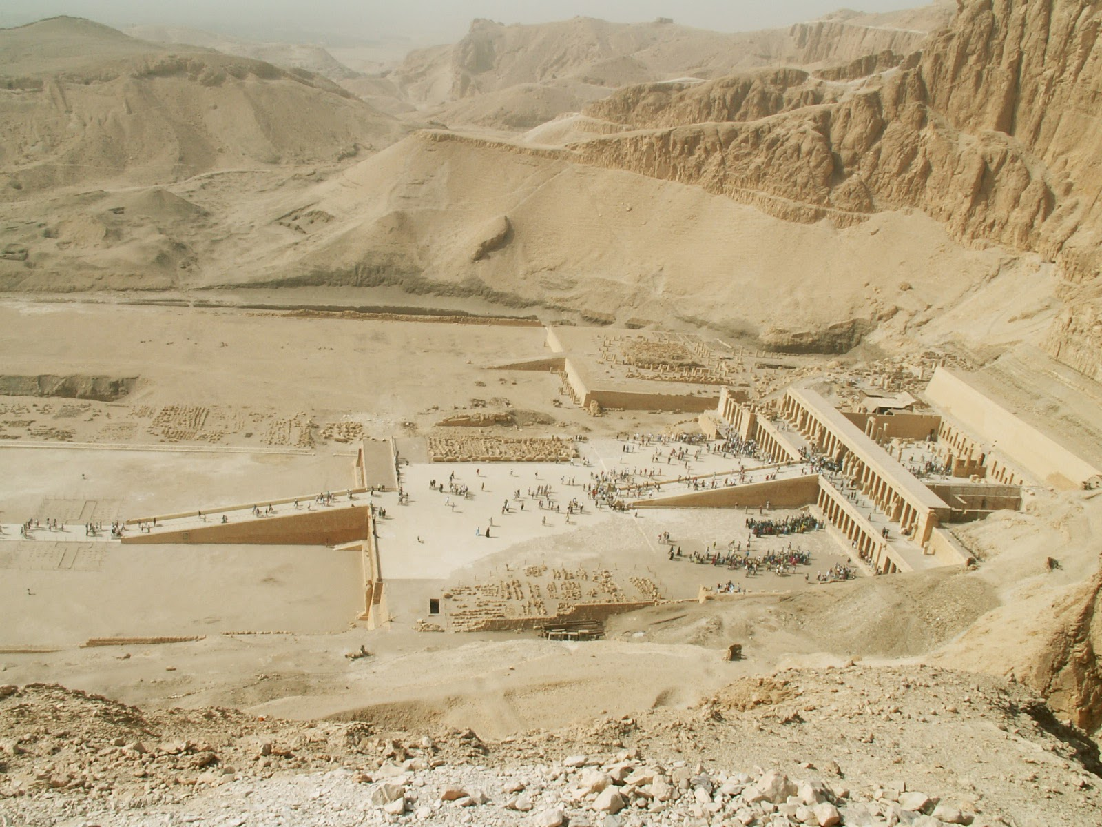 valley of the kings A view of the valley of the kings, the burial place of rulers from egypt's new kingdom period (ca 1550-1070 bc), including merenptah four foundation deposits in a box like shape have been discovered in the valley of the kings in egypt they may indicate the presence of a nearby undiscovered tomb.
