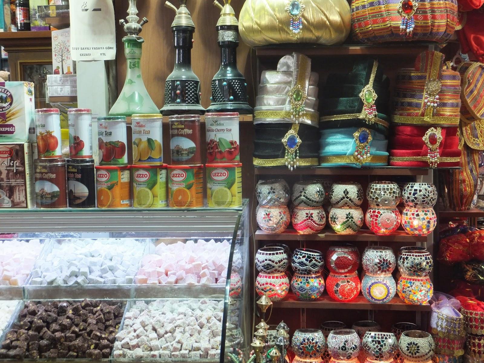 торговый лоток в египетском базаре в Стамбуле