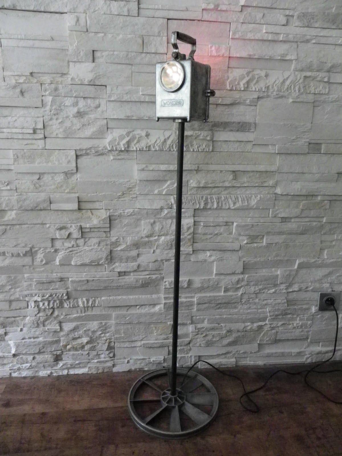 krealamp lampe sur pied wonder. Black Bedroom Furniture Sets. Home Design Ideas