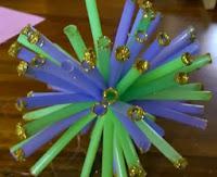 http://www.manualidadesinfantiles.org/adornos-de-navidad-con-sorbetes-de-colores