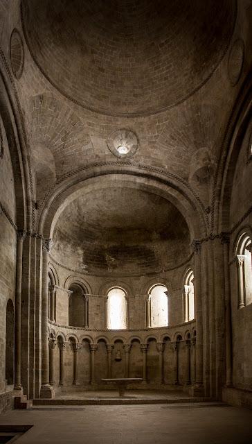 Iglesia de San Pedro - Castillo de Loarre :: Canon EOS 5D MkIII | ISO1600 | Canon 24-105 @24mm | f/4.0 | 1/8s (handheld)