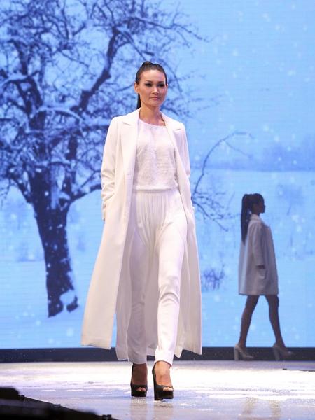 Cận cảnh trên giường của Thùy Trang Next Top Model