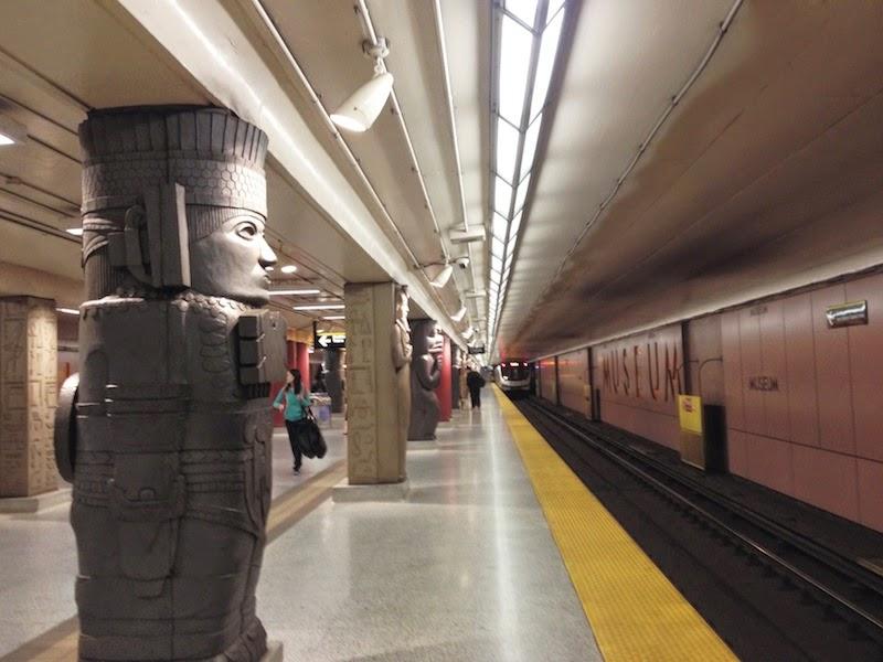 Museum subway station, Toronto. | enalgunotrolugar.com