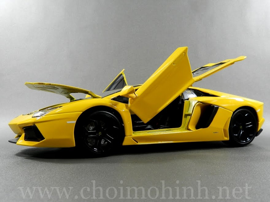 Lamborghini Aventador 1:18 bBurago Yellow door