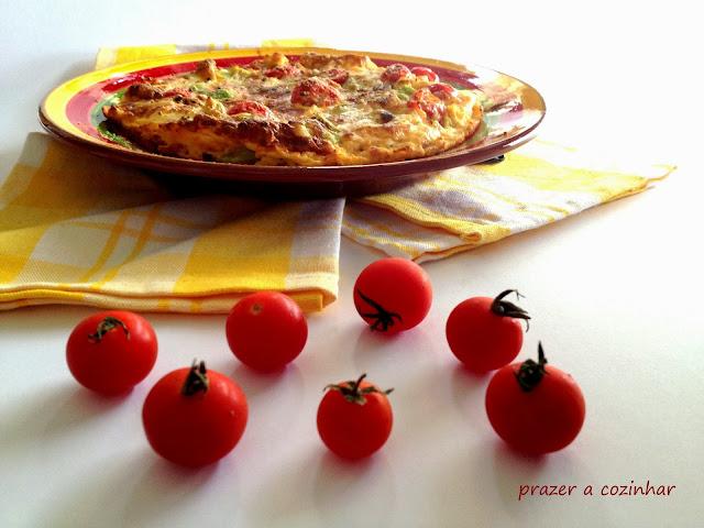 prazer a cozinhar - Frittata de alho francês, curgete e tomate cherry