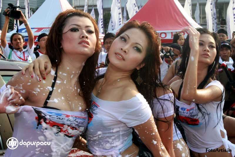 Model indonesia ini lebih cenderung foto telanjang bag. 2