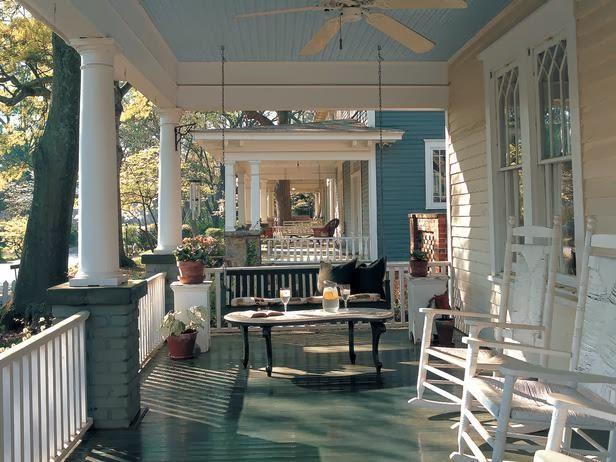 Desain Teras Rumah Klasik Old Style warna Putih