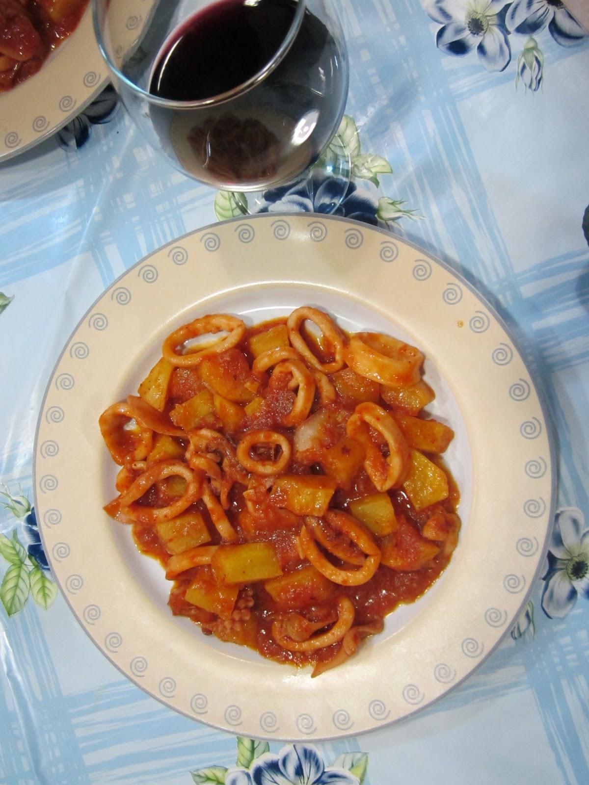 La cocina de hoy y de siempre calamares en salsa con patatas - Limpiar calamares pequenos ...