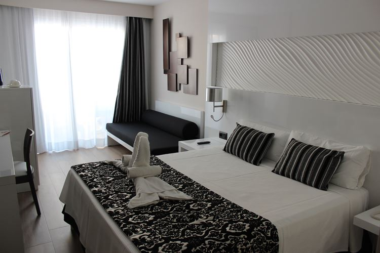 adults suite Playa de Muro Suites Hotel