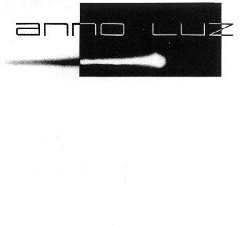 """""""Anno Luz"""" foi um duo (teclado e guitarra acústica) formado no final da década de oitenta na cidade de Petrópolis, Rio de Janeiro. Lançaram apenas um álbum auto-intitulado em 1987, constituído pelos músicos """"Guilherme Orcutt"""" (teclados, programação, efeitos e voz) e """"Paulo Loureiro"""" (violão, efeitos e voz), além de diversos artistas convidados, com destaque para o flautista """"Marco Aureh"""" (atualmente no Lummen) na faixa """"Novo Mundo"""". Mesclando admiravelmente as sonoridades """"cósmicas"""" dos sintetizadores com a pureza dos instrumentos acústicos, """"Guilherme"""" e """"Paulo"""" conseguiram a façanha de criar um estilo próprio, alternando momentos de profunda suavidade e beleza, com momentos de alto nível energético. Entre as influências musicais de seus membros, as mais claras são as oriundas dos mestres alemães do """"Tangerine Dream"""", mas o """"Anno Luz"""" vai muito além, aproximando-se do estilo sinfônico dos austríacos do """"Gandalf"""" e dos húngaros do """"Solaris"""", artistas totalmente desconhecidos para eles naquela época. Difícil destacar apenas uma faixa, mas podemos considerar como sendo a mais importante a suíte """"Titanic"""", de cerca de 16 minutos divididos em cinco partes extremamente criativas e propícias a imaginação, constituindo-se em um verdadeiro filme sonoro. Entretanto, não podemos deixar de citar a belíssima """"Infinitas Terras"""" e seus climas absolutamente oníricos, a lisérgica """"Inocência"""", também repleta de significados e possibilidades de interpretação e, finalizando, a magnífica """"Novo Mundo"""", uma verdadeira sinfonia progressiva. Em 2001 o álbum foi relançado em CD, o LP original possuía apenas cinco faixas, este relançamento traz outras duas preciosidades inéditas gravadas no mesmo período: a psicodélica e experimental """"O Templo"""" e a atmosférica """"Encontros da Alma"""". Tendo encerrado suas atividades antes mesmo do LP ser lançado (fato ocorrido em agosto de 1988), o """"Anno Luz"""" foi mais um grupo de vida efêmera naquele período tão difícil para a música progressiva. Apesar disso, e"""