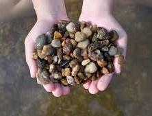 Ten, kto hýbe horou, začínal prenášaním malých kamienkov. (Čínske príslovie)