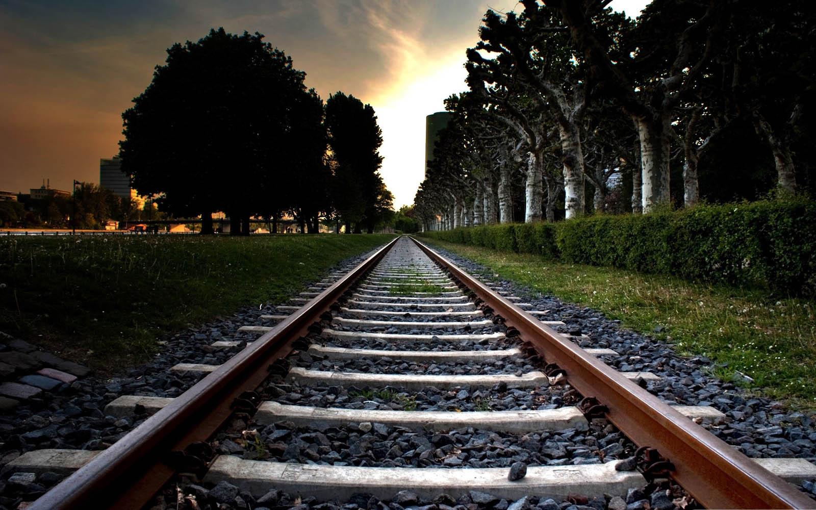 Ada Yang Tahu Mengapa Rel Kereta Api Dipenuhi Dengan Batu Kerikil Maksud Dari Bantalan Pemberat Di Adalah Karena Dapat Berfungsi Sebagi Alat Tentunya Fungsi Ini Bermanfaat Agar