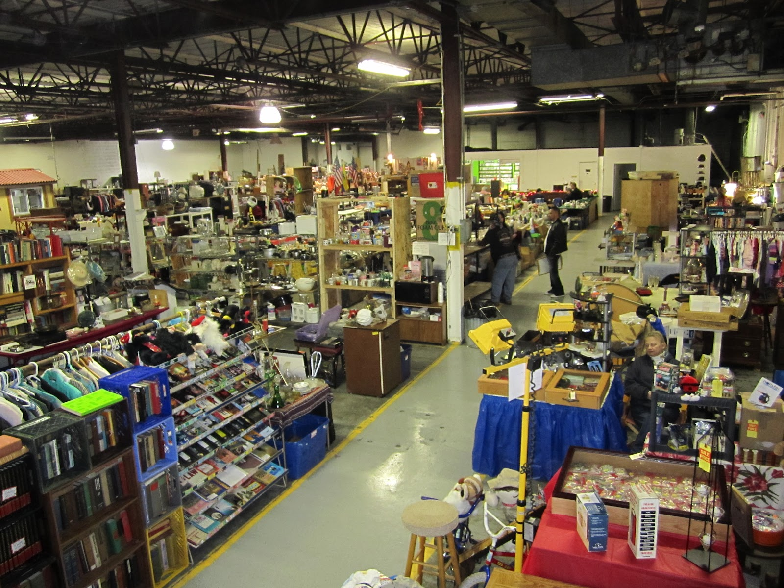 Motorcityblog upcoming weekend pickers indoor flea for Antique marketplace