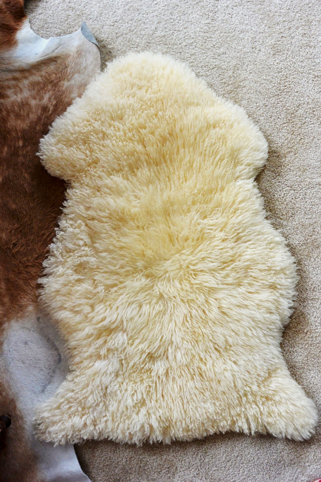Life with a dash of whimsy diy sheepskin stool for Lambskin rug ikea