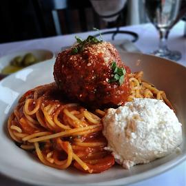 Spaghetti Con Polpetta at Nico Ristorante
