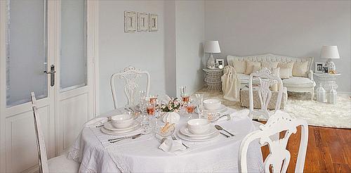 Arte en el desv n equilibrio perfecto blanco for Comedor vintage blanco