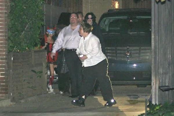 Fotos Com Histórias e Curiosidades - Página 11 Michael+Jackson+Halloween+party+at+Natalie+Maines+house+2008