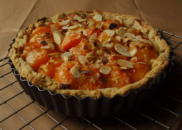 Almond, brandy and apricot pie