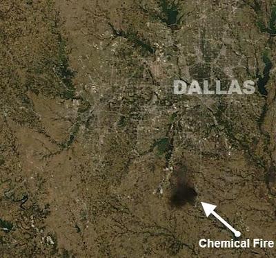 Videos und Satellitenfoto (Rauch) vom Feuer in Chemiefabrik in Waxahachie bei Dallas, Texas,2011, Fotos Fotogalerie, Katastrophen, Oktober, Satellitenbild Satellitenbilder, Texas, USA, Video