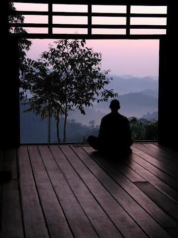 zen-reflexión-buda-sentado-en-meditación