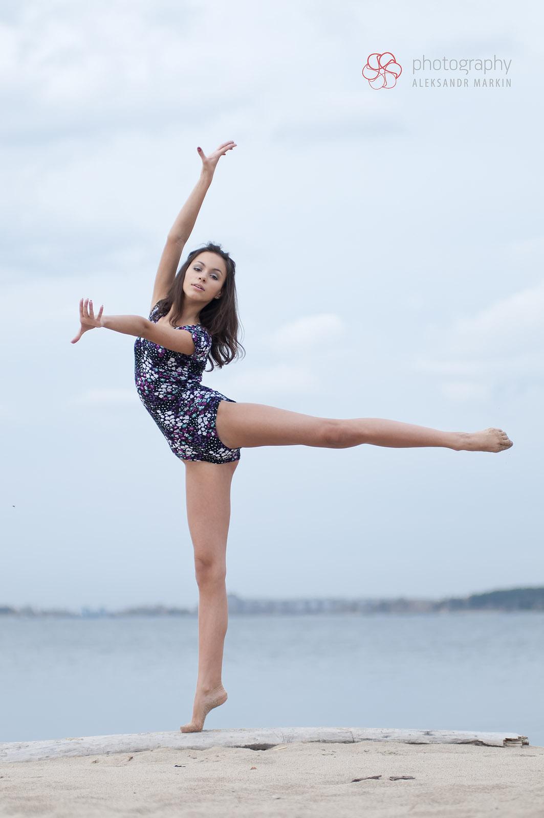 Фото девочек гимнасток на пляже 14 фотография