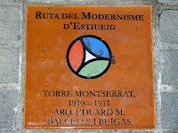 Rajola identificativa de la Ruta Modernista de Cardedeu