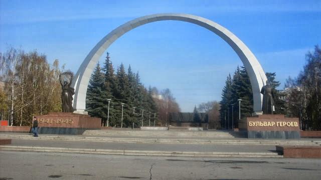 Город Новокузнецк. Бульвар героев