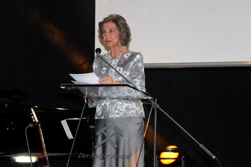 Spain's Queen Sofia guaranteed Friday that her foundation will continue aiding research into Alzheimer's disease and carrying out social projects, after being honored in Germany with the Steiger Award.