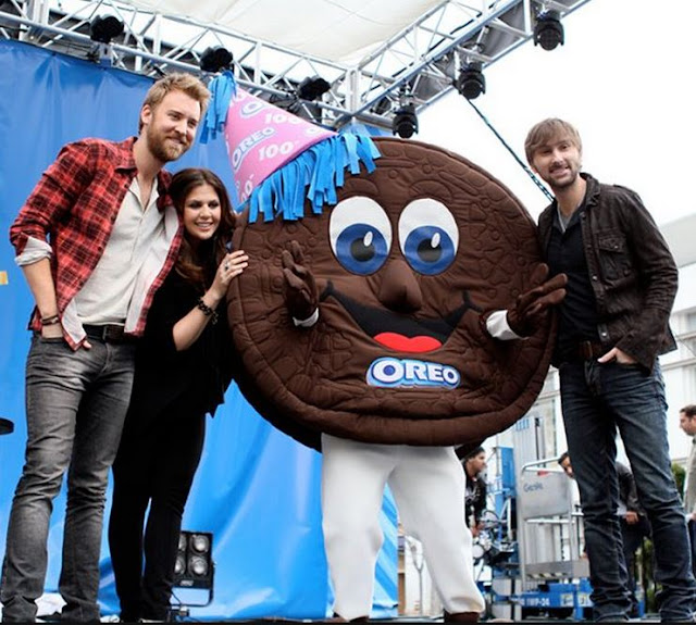 Lady Antebellum Oreo Cookie