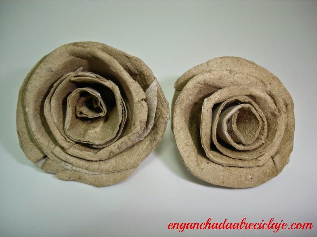 Rosas con cartón reciclado