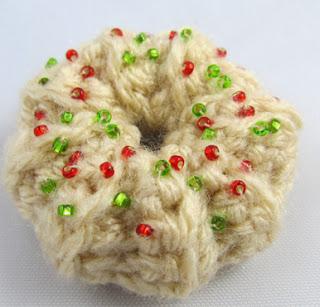 http://translate.googleusercontent.com/translate_c?depth=1&hl=es&rurl=translate.google.es&sl=en&tl=es&u=http://squirrelpicnic.com/2013/11/25/wreath-spritz-cookie-crochet-pattern/&usg=ALkJrhgGPkmjUc_Vnk5QOwaUlbredvDf3w