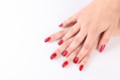 hands-woman-hand-nail_نصائح للحصول على ايادى جميلة ونضرة وناعمة - يد امرأة يدين فتاة بنت