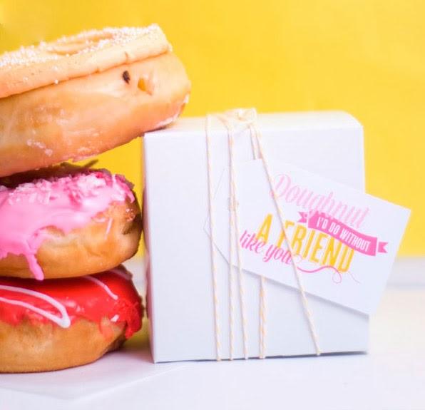 Comparte unos donuts con tu amiga
