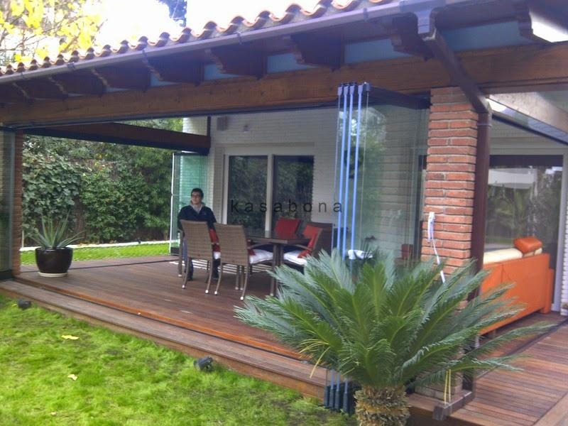 Kasabona p rgola de madera y cortinas de cristal en - Cortinas pergola ...