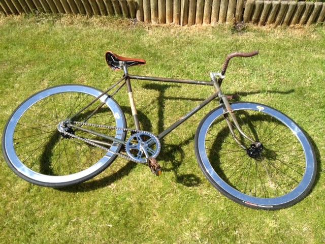 brighton fixie bikes testing the espresso wheels. Black Bedroom Furniture Sets. Home Design Ideas