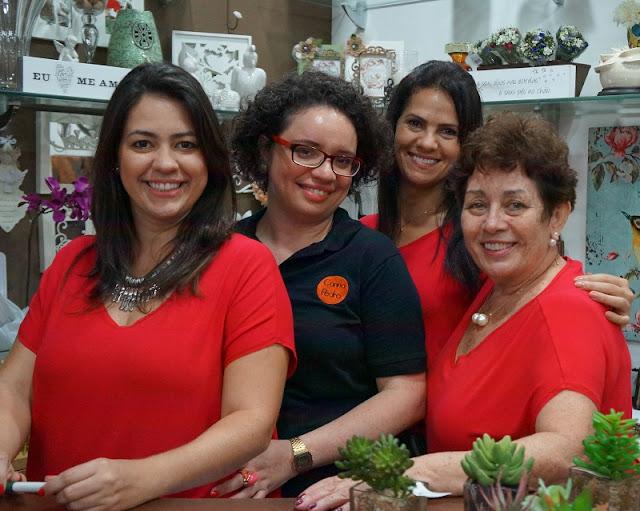 Evento na loja Flor de Malagueta (Santos). Na foto: Mariana, Carina Pedro, Márcia e Alessandra (ao fundo)