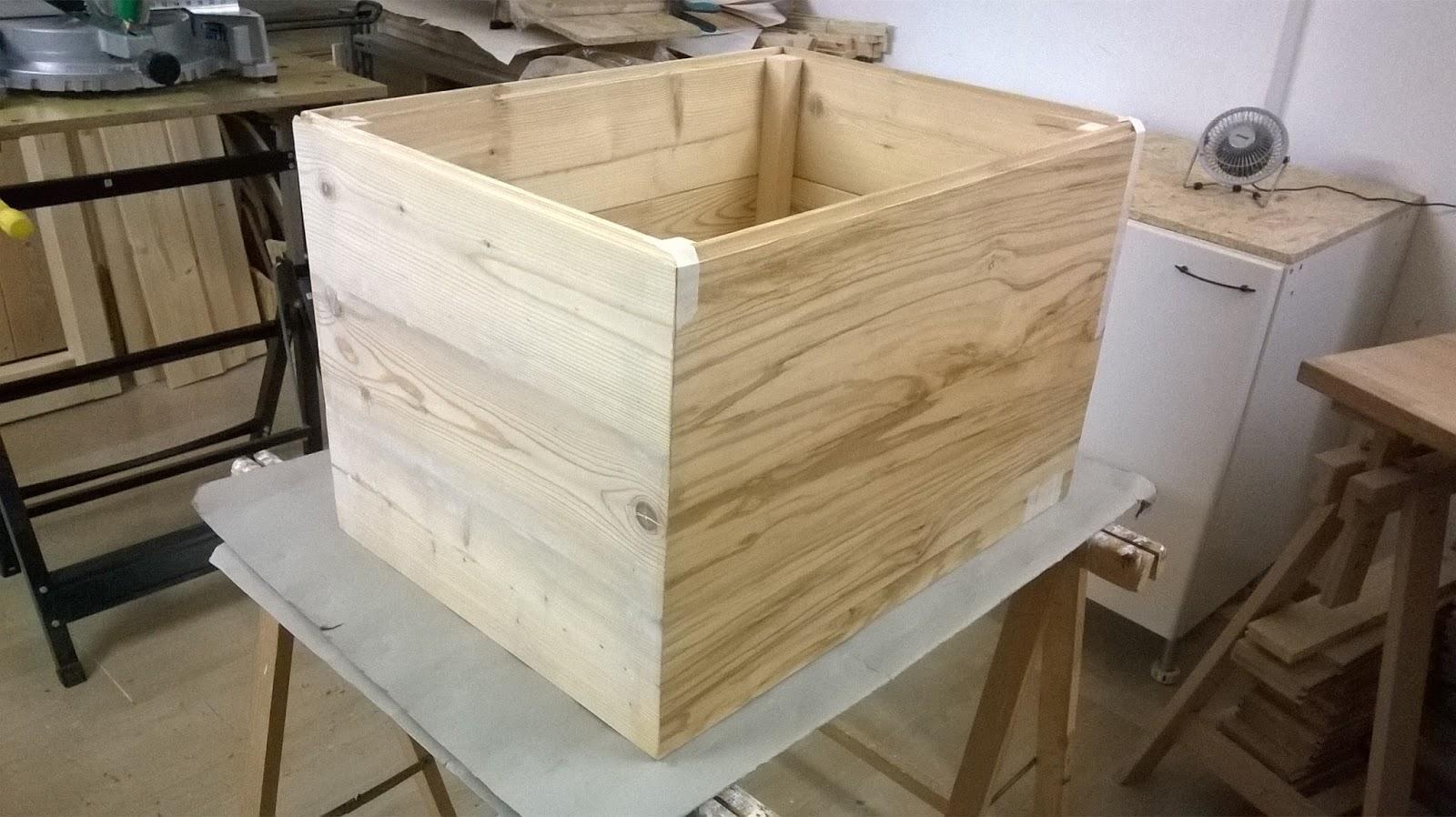 La bottega di pinocchio by lampi di legno cassapanca for Costruire una cassapanca in legno
