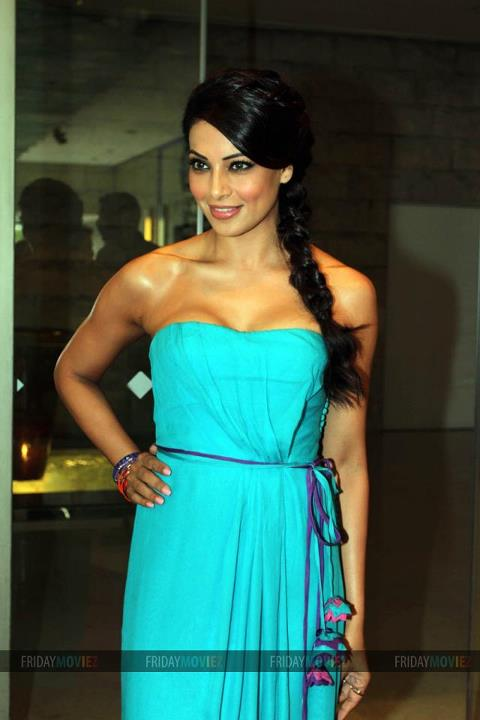 bipasha basu at iifa - IIFA Red Carpet Pics 2012