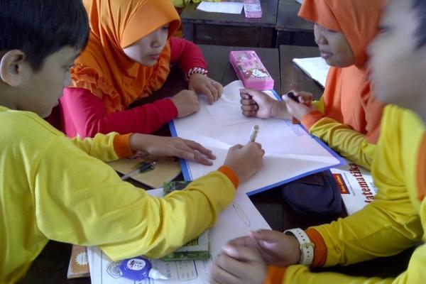 Lesson study akan menghasilkan guru yang belajar dari siswa