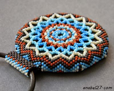 круглый кулон из бисера уичоль этника индейцы