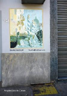 Pequeño mural de Venecia en la fachada de una casa de La Boca, Ciudad de Buenos Aires