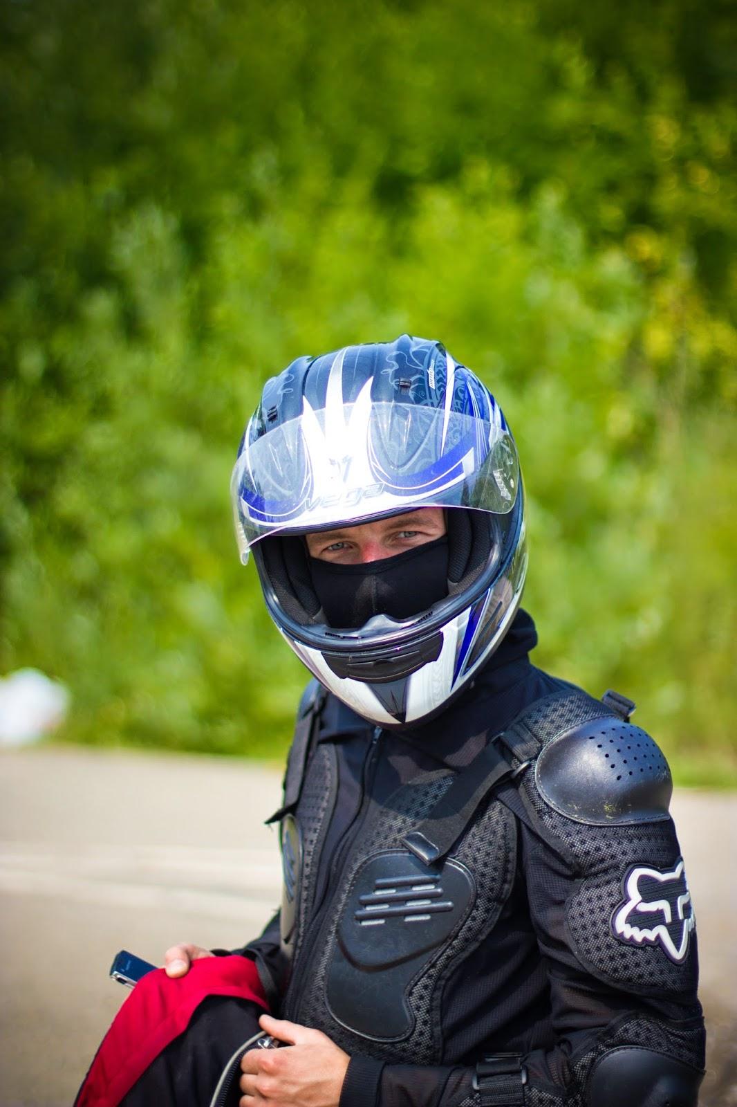 Картинки девушек в шлеме от мотоцикла