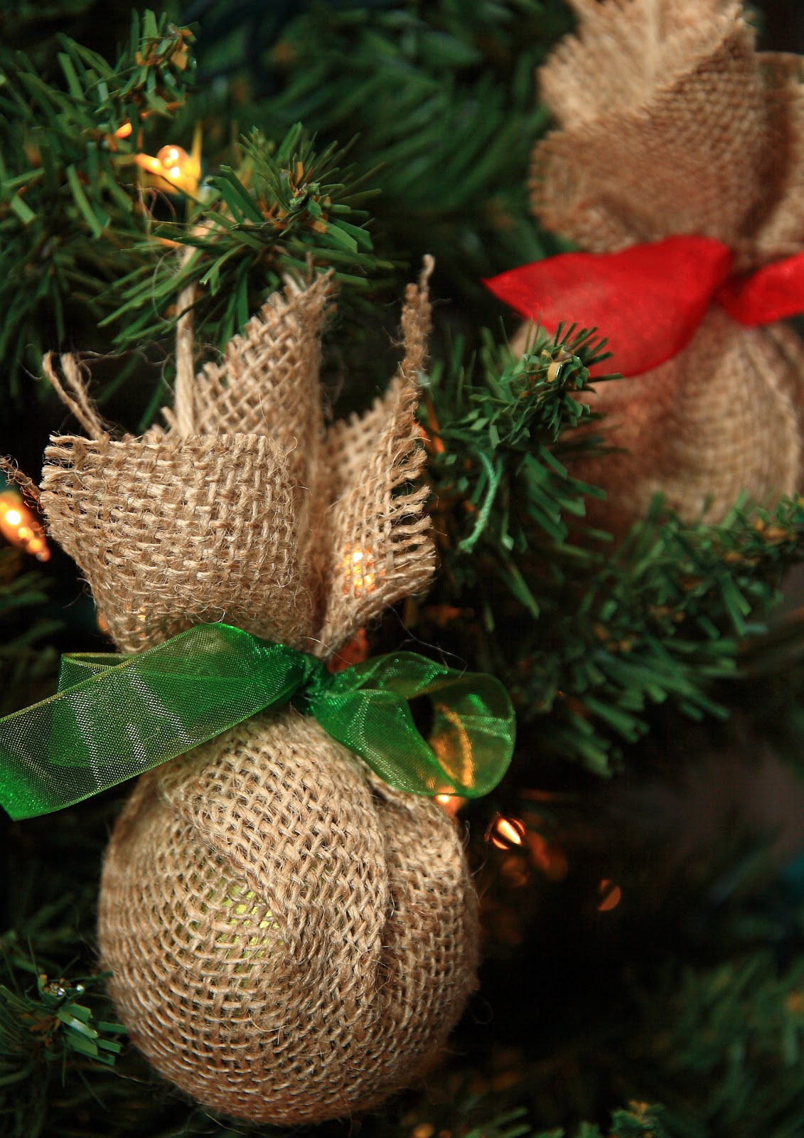last year i bought a whole mess o dollar store ornaments which i used here and here as well as other places throughout my home - Burlap Christmas Decorations