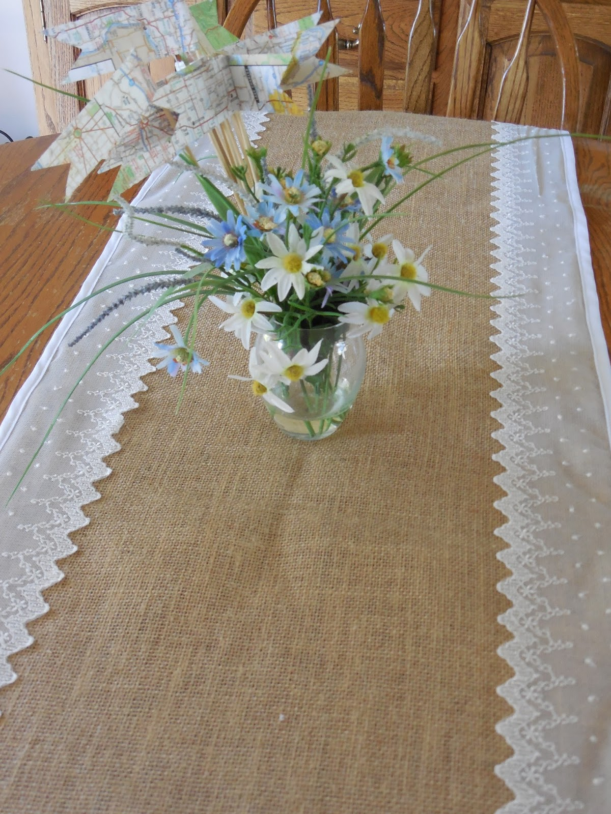 fabric obsession burlap lace table runner tutorial. Black Bedroom Furniture Sets. Home Design Ideas