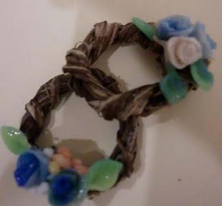 guirnaldas en miniatura con flores azules