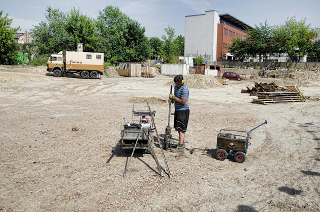 Baustelle Mörchenpark, Holzmarktstraße, Sprengstoffräumer und Bodenproben- Bohrungen, Spreeufer, 10.06.2013