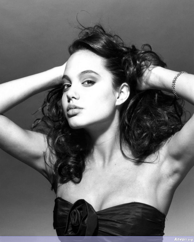 global buzz times angelina jolie bra size and. Black Bedroom Furniture Sets. Home Design Ideas
